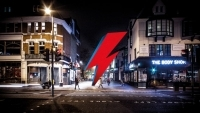 Планират постоянен мемориал на ДЕЙВИД БОУИ в Лондон - вижте видео
