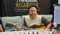 ДИМИТЪР КЪРНЕВ свири и говори за VAN HALEN и за новата песен на D2