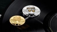 ELTON JOHN to Be Commemorated on U.K. Coin