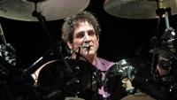 Барабанистът ДИЙН КАСТРОНОВО се завърна в JOURNEY