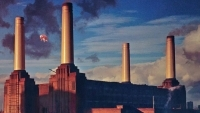 PINK FLOYD's PIG up for auction