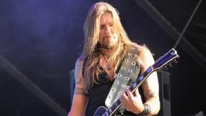 AMORPHIS - Еса Холопайнен (китара)